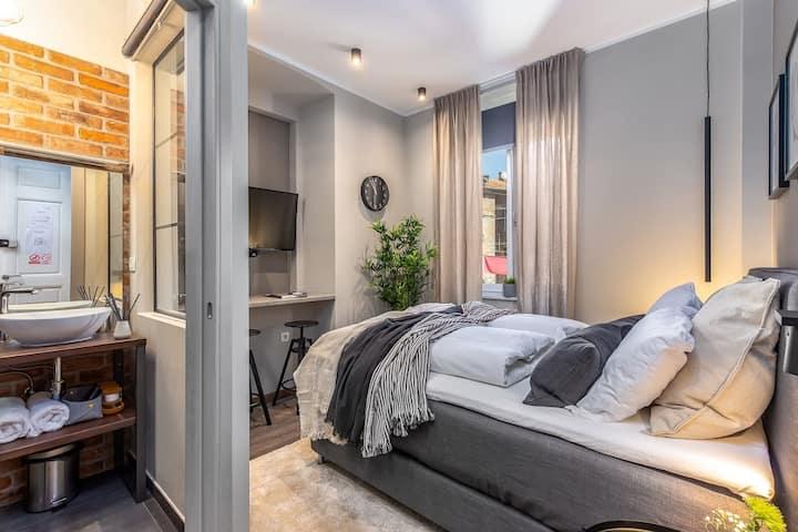 Deluxe Ploech Bedroom