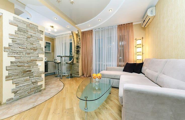 Stylish apt, Krasnoarmeiskaya 114 - Київ - Wohnung