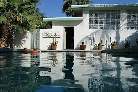 Tres Palmas Oasis in the Desert - 兰乔米拉(Rancho Mirage)