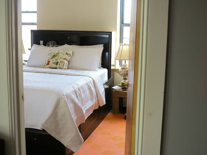 Pleasant room with easygoing hosts!