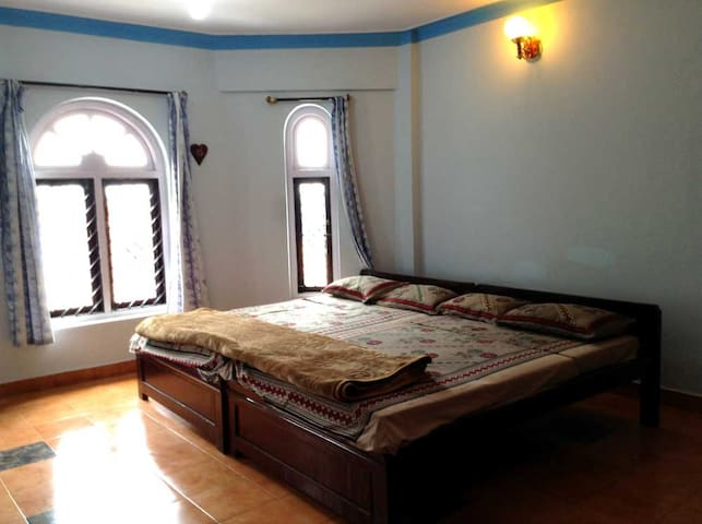 White House Cottage - 2 Double Cot - Room #9 - Ooty - Bungalow