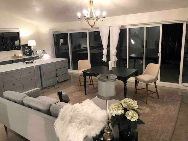 Country Living In The City With Horses Apartment G