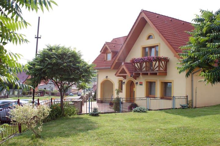 Žltý dom Vrbov izba č.1 - Vrbov - Huis