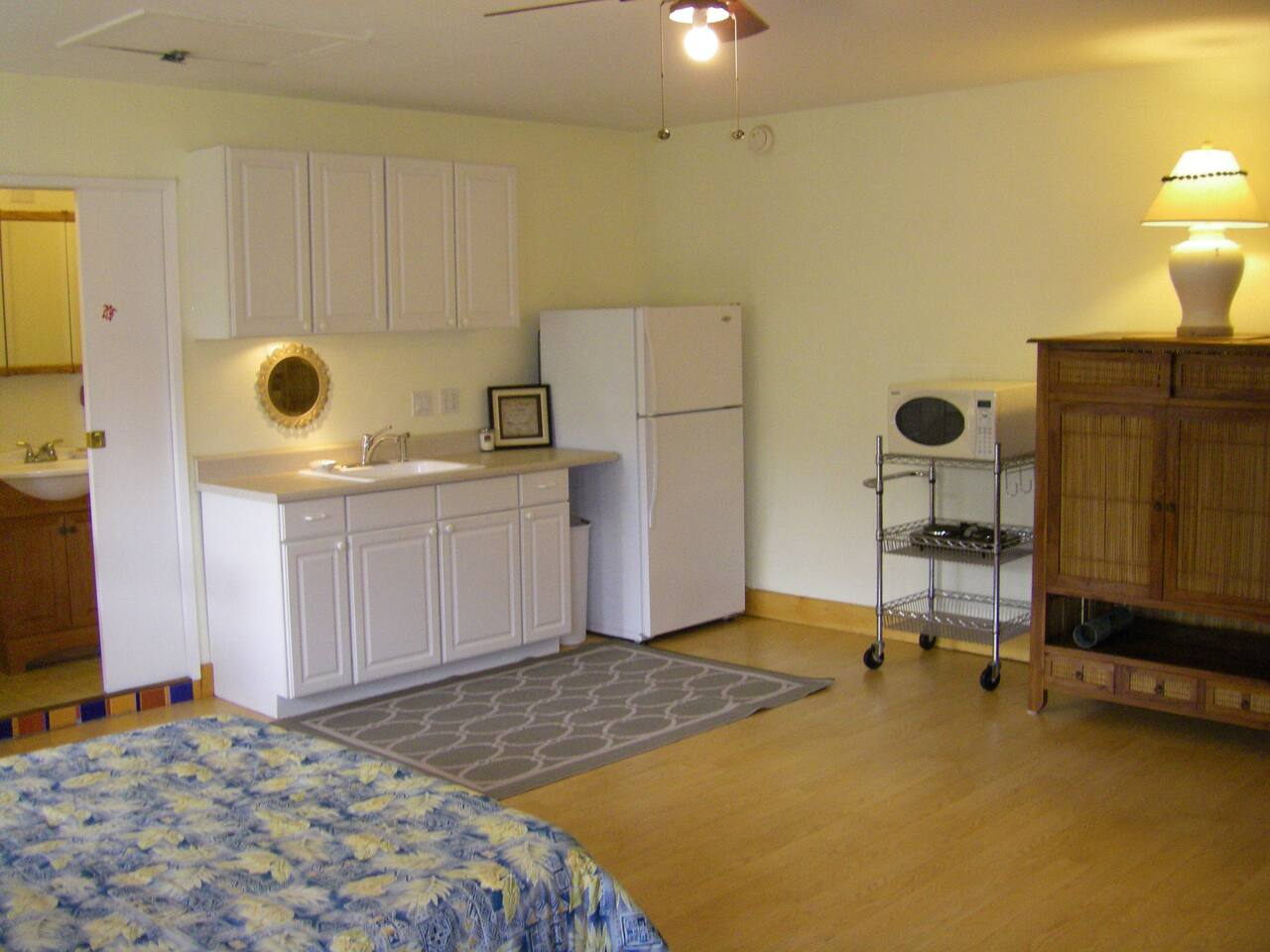 Kitchenette with full size refrigerator, freezer & microwave