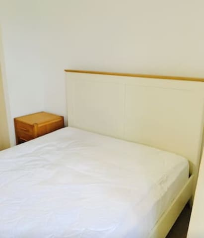 Double Bedroom in City Centre nr Castle & Stadium