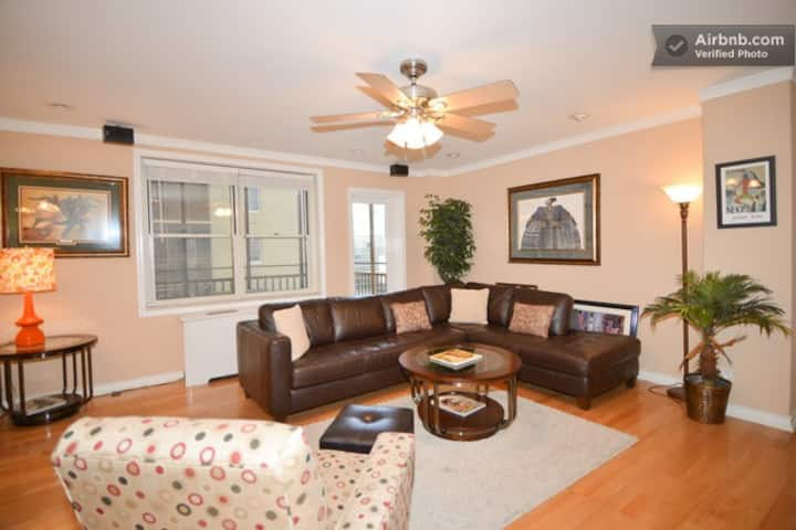 Upgraded Condo, Central Downtown High-rise