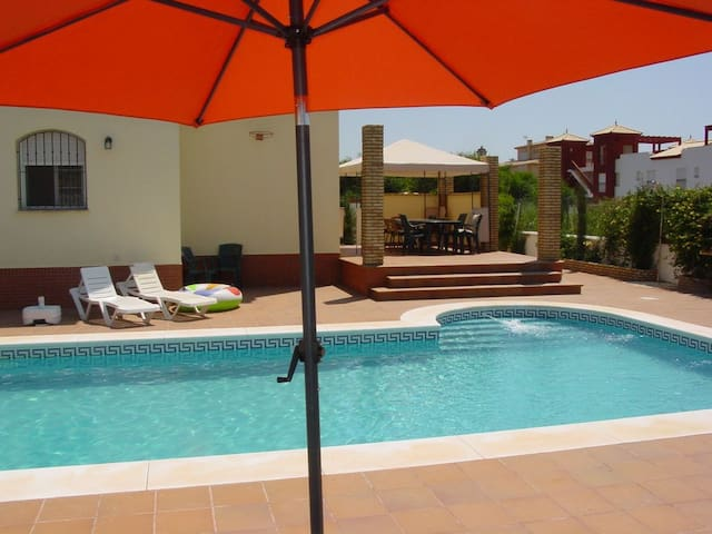 Villa Mar, Large Family Pool, Garden, BBQ, Beach