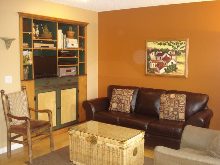 Family room - off kitchen - small TV, comfy leather couch - faces garden