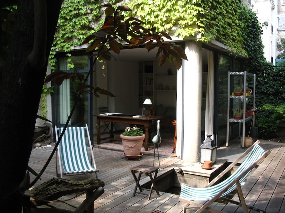 paris bambou garden studio bed and breakfasts for rent in neuilly sur seine ile de france france. Black Bedroom Furniture Sets. Home Design Ideas
