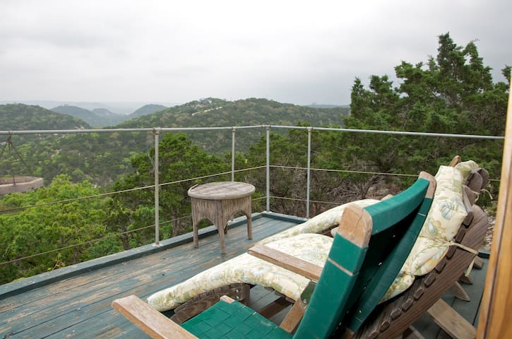 Hilltop Holiday Home- Spa, fireplace, views