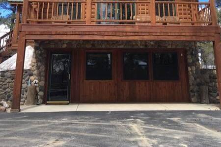Stony Lane Lodge --- Large Dog Friendly Suite