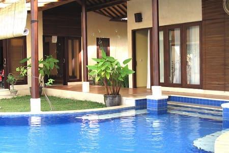 Lovina Villa - 5 bedrooms, Sea View - Sukasada