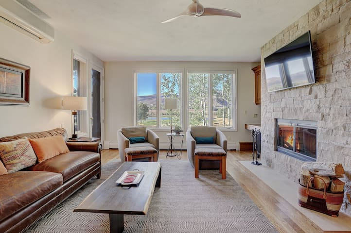 2Br Gorgeous & Updated Condo Arrowhead- Bfast (Winter Only)