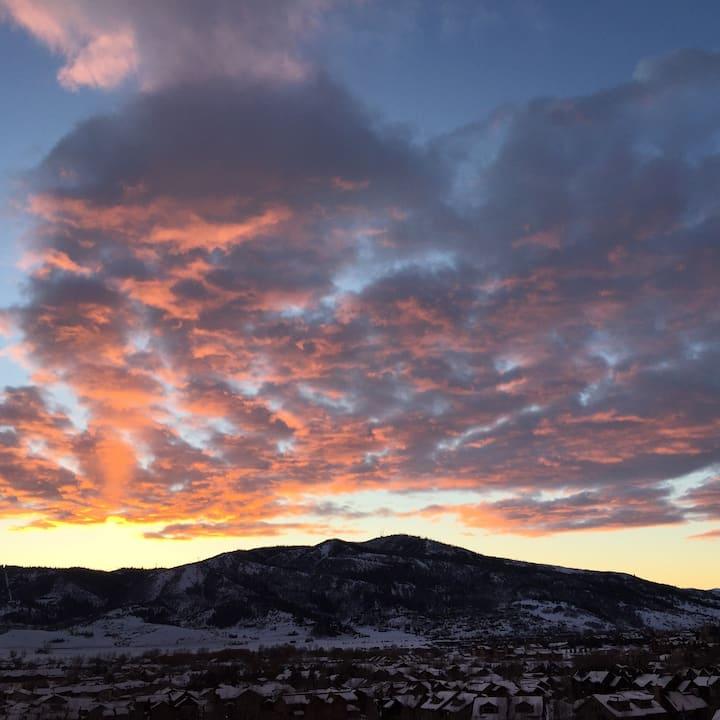 Beautiful Cozy Mountain Condo with Gorgeous View