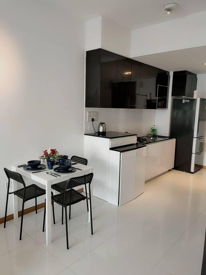 Nice cozy 1bed Rm ,condo near Mrt LF(3)0301