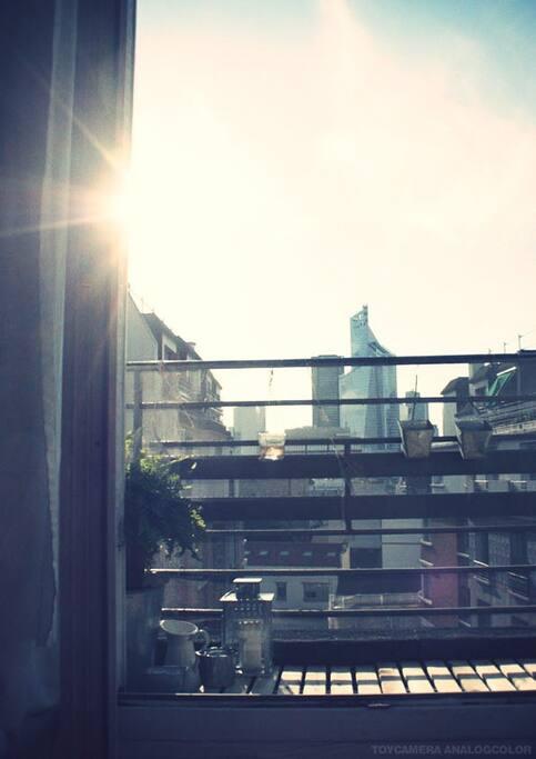 Agréable balcon avec vue sur le coucher de soleil
