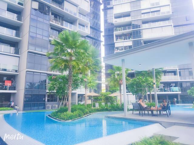 World Class 1+Study Condo with MRT, in Town (P10)