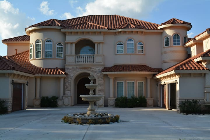 AMAZING  SUPER BOWL RENTAL Alimo - Sugar Land - Villa