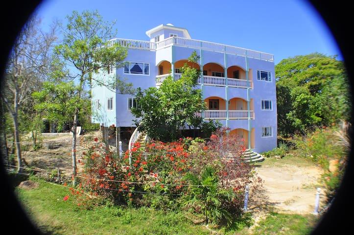 JahFreedom Inn, Negril - Guava Room