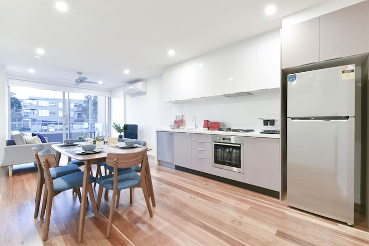 ★Stylish+Relaxing Two Bedroom Apt Stay and Explore