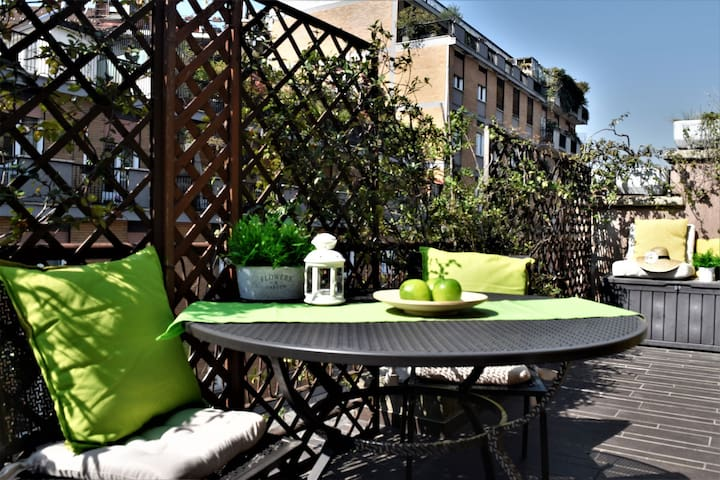 HomeLovers Cosy Flat Sempione  with Terrace
