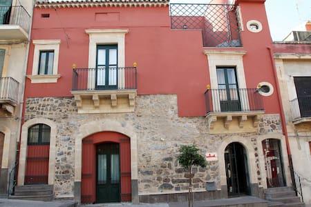 Casa degli Uomini Illustri - Militello In Val di Catania