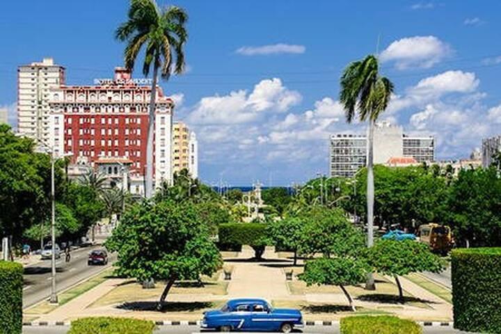 Spacious cool B&B in safest Vedado - La Habana - Bed & Breakfast