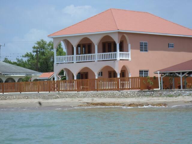 Barefoot Villa