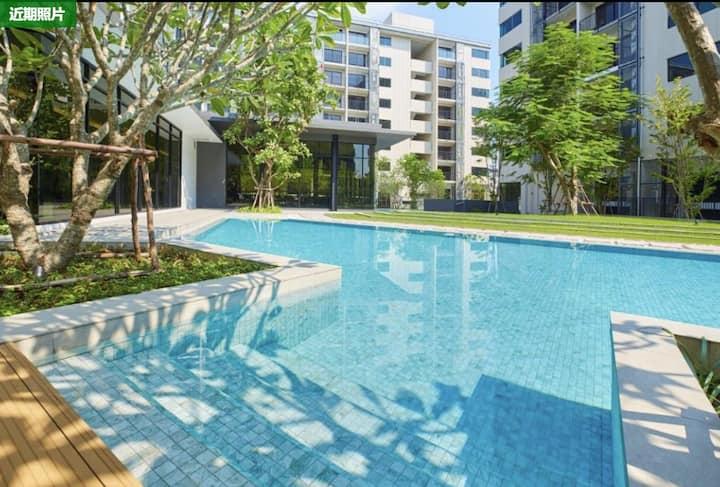 全新复式loft!沙吞市中心BTS旁、毗邻曼谷河滨!美食街帕蓬夜市14分钟可达!GYM、游泳池免费