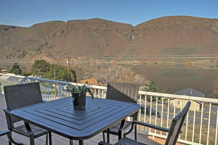 New! 3BR Coulee City Home w/ Deck & Mountain Views