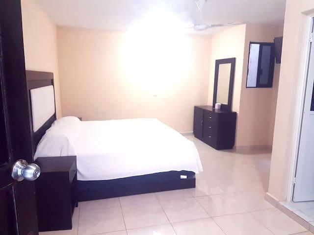 Habitación sencilla en Hotel Jardín. Ventilador