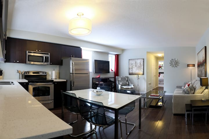 4 Star 1 Bdrm Condo-Boardwalk Homes - Kitchener - Apartemen