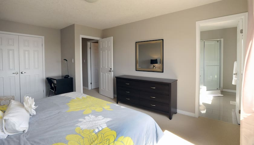 King bedroom with private ensuite bath