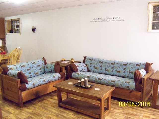 Spacious Home Away from Home - Fayette City - Daire