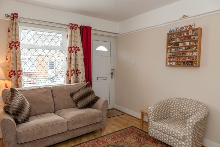 Delightful 2 bedroom cottage great location - Christchurch - House