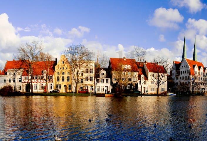 Haus am Malerwinkel mit Wasserblick - Lübeck - Casa