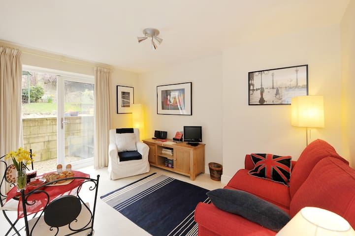 Bath Central Garden Apartment + Free Parking - Bath - Apartemen