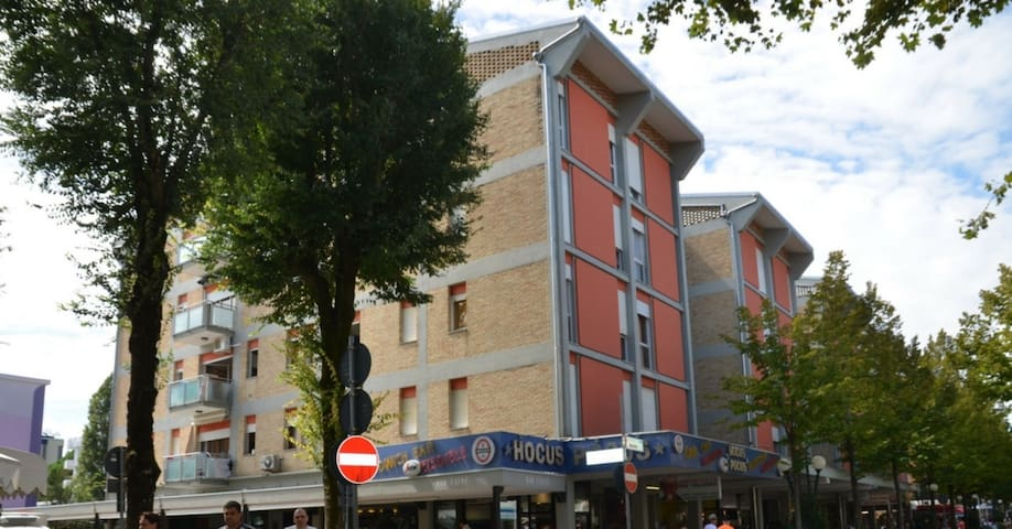 apt for 3+2 persons with a/c in Bibione R76508