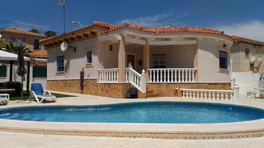 Beautiful Detached Villa with Private Pool - San Miguel de Salinas - 別荘