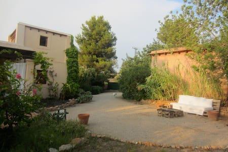 Authentic Ibiza (East room) - Santa Eulària des Riu - Penzion (B&B)