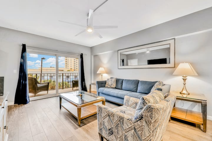 Modern Oceanfront Condo with Shared Outdoor Pool, High-Speed WiFi, & Central AC!
