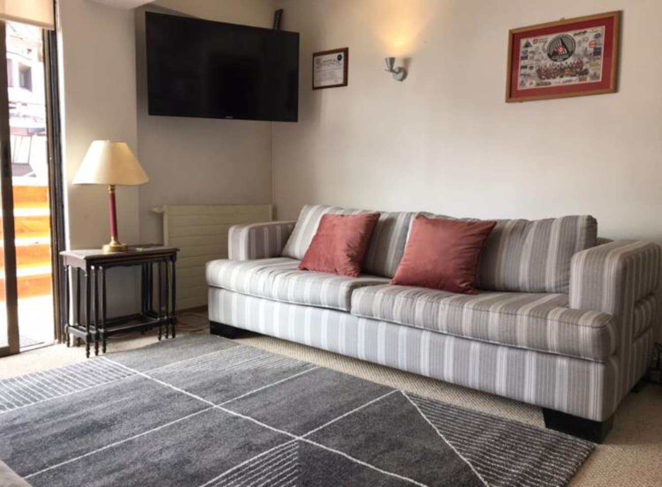Living - TV DirecTV - Balcón (Asadera) - Sofá cama 2 plazas