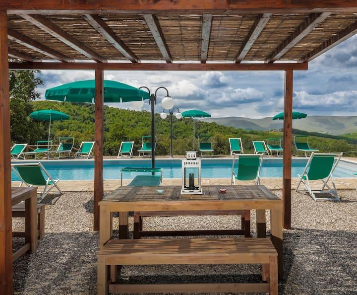 Antica torre con terrazza panoramica e piscina