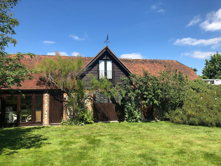 Barn in heart of Itchenor & minutes from the water