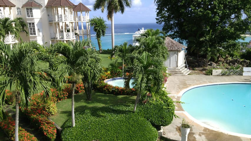 Blue Topaz luxury 1 bedrm penthouse seaview suite - Ocho Rios - Lakás