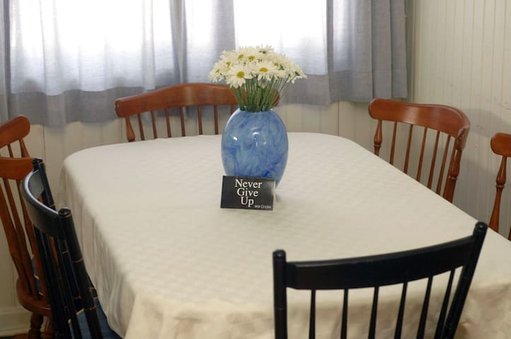 Room in house 1 block from BEACH - Hull - Talo