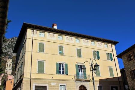 Appartamento Dea in centro a Gargnano - Gargnano