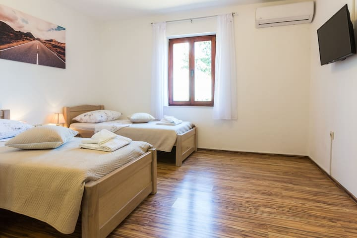 Kelava Apartments & Rooms / Double or Twin Room with Private Bathroom