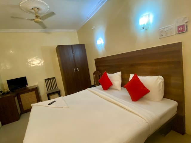 * Ac bedroom in old city- hotel royal enclave