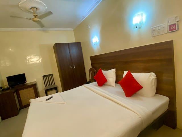 AC bedroom in city center